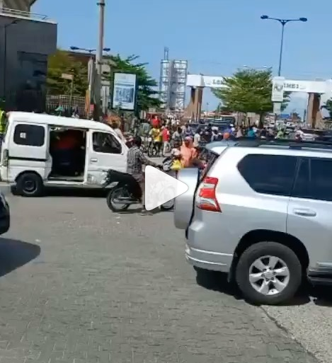 Okada riders accused of attacking RRS operatives in Lekki (video)