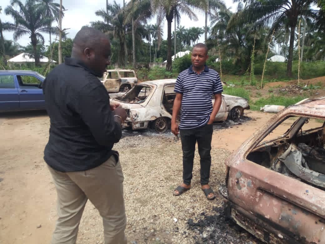 Gunmen kill two policemen and burn five police vehicles in Akwa Ibom (photos)