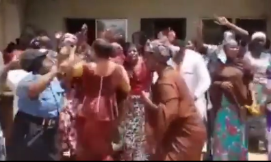 Parents of the abducted students of Kaduna Forestry College sing praises to God over the release of their children (video)