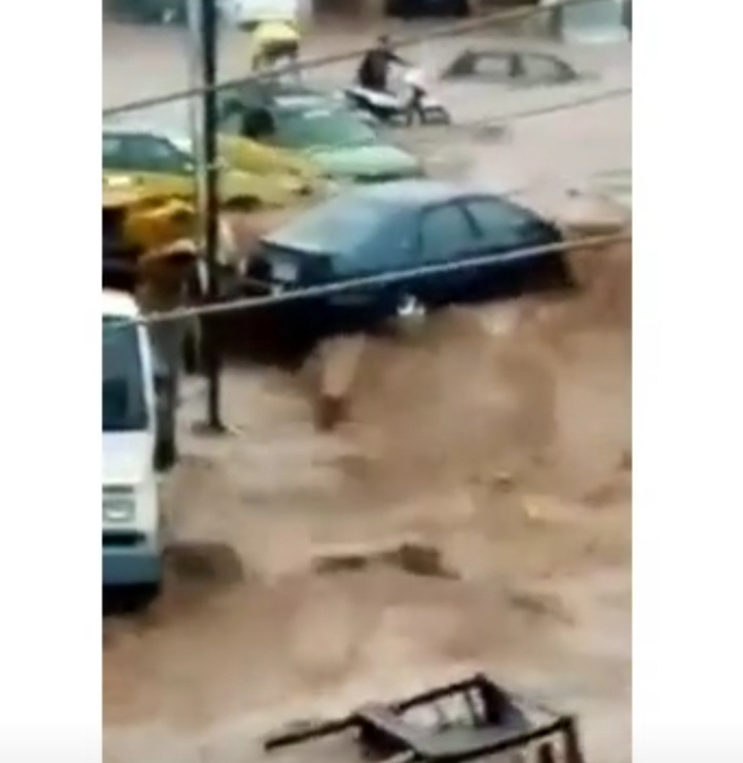 Heavy flood pushes cars into a ditch in Kwara State (video)