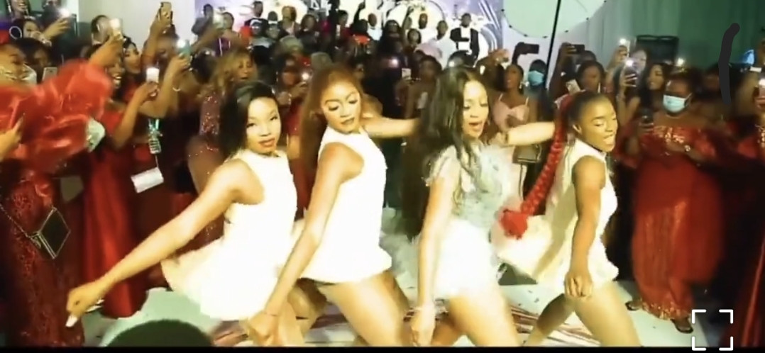 Nigerian bride takes center stage as she thrills her husband and guests with