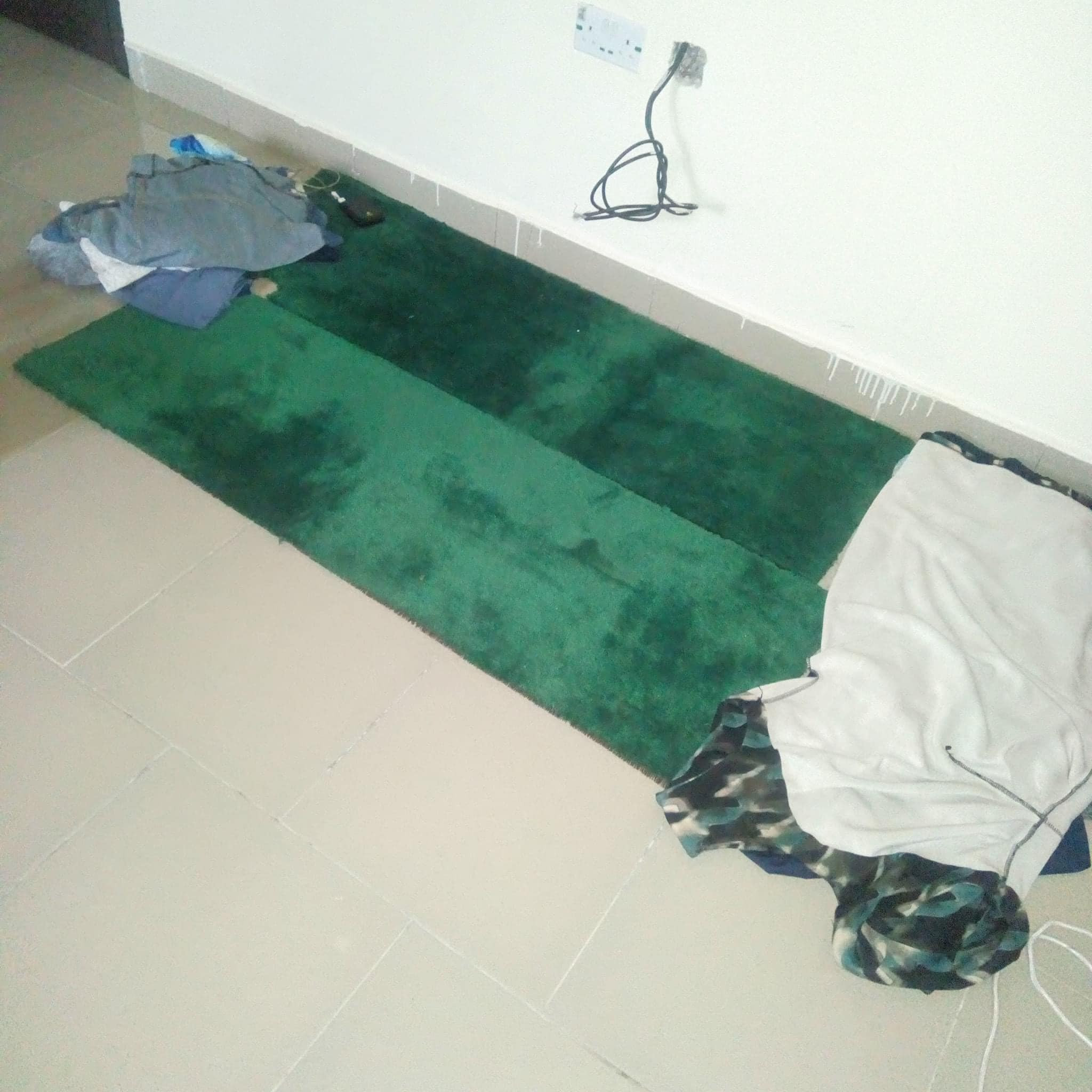 """""""I don?t wish what I passed through in Abuja on my worst enemy"""" - Nigerian shoemaker shares photo of office floor where she used to sleep"""