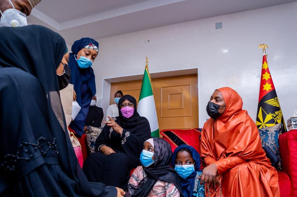 President Buhari's Family Pays condolence visit to the family of late COAS (photos)