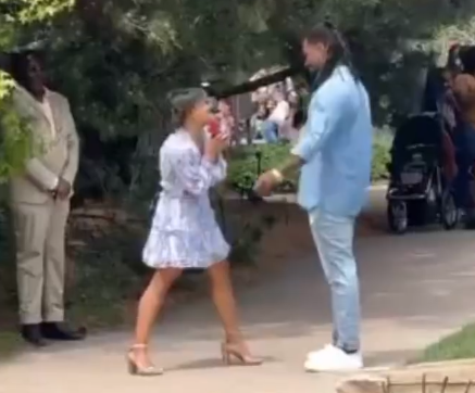 Lady proposes to boyfriend in a park (videos)