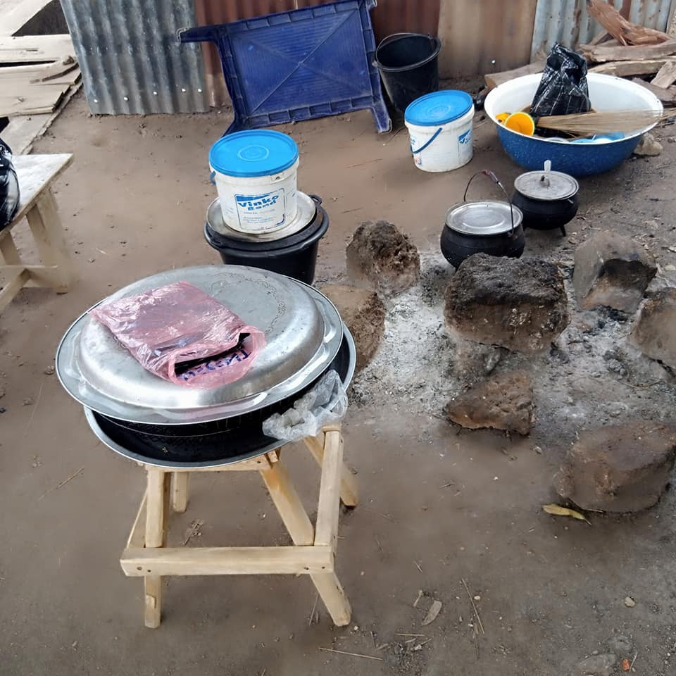 Petty trader weeps after unknown thief stole her carton of fish in Benue