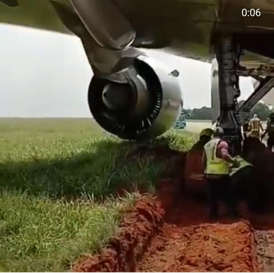 Airplane gets stuck in mud after skidding off runway in Murtala Muhammed Airport Lagos (video)