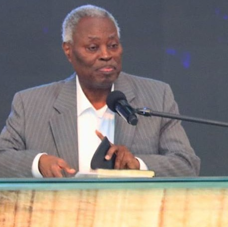 Pastor Kumuyi issues disclaimer about tweeting despite Twitter ban