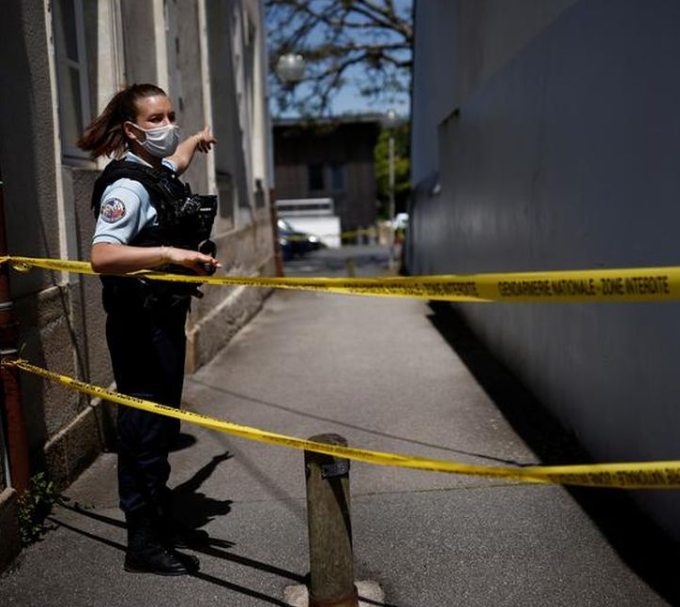 French teenager stabs father to death, records it and posts video online