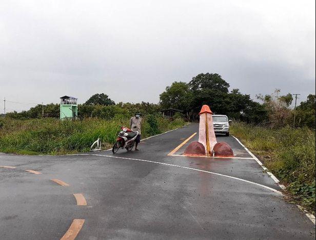 Villagers erect massive penis statue to bring forth rain