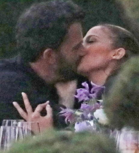 Loved-up video of Jennifer Lopez and Ben Affleck kissing at her sister