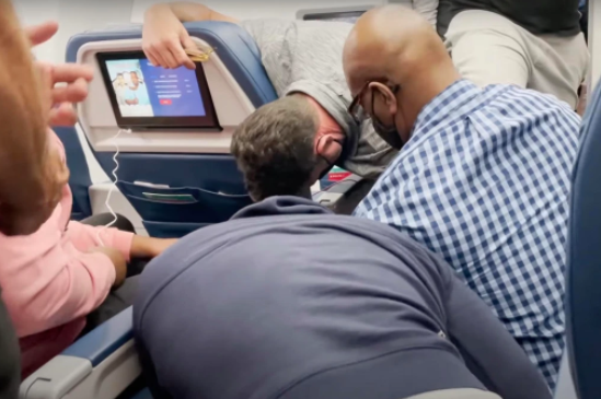 Moments passengers subdue unruly flight attendant following request from captain (video)