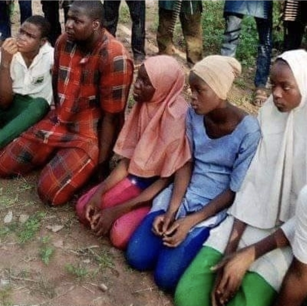 Photo of abducted students of FGC Birnin Yauri and their captors