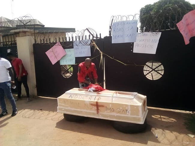 Imo youths barricade NDDC office with coffin