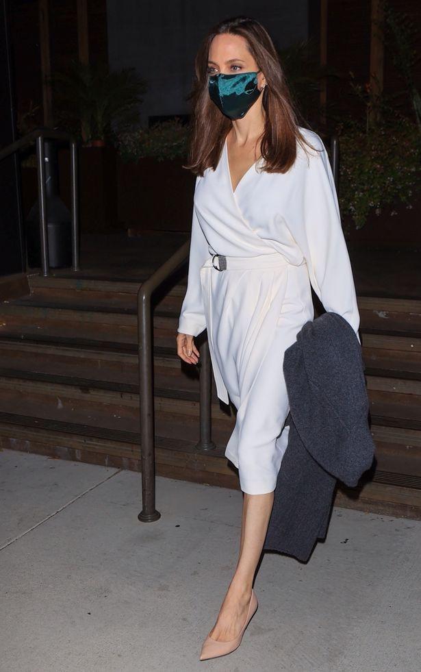 Angelina Jolie et The Weeknd déclenchent des rumeurs de relation amoureuse après avoir été aperçus en train de quitter un restaurant (photos)