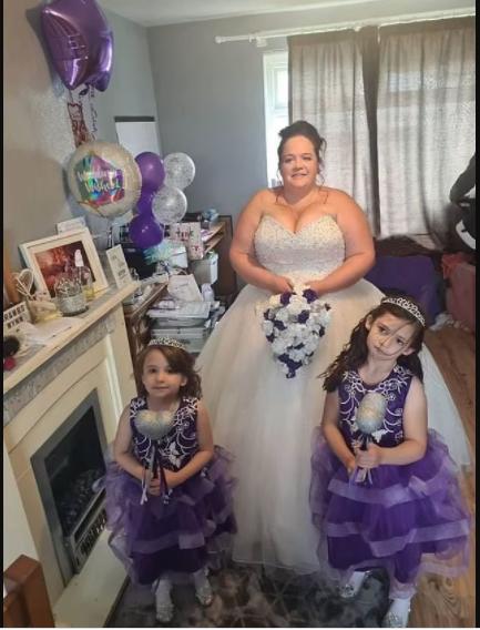 Le marié atteint d'un cancer en phase terminale s'effondre et meurt à l'autel alors que sa mariée marche dans l'allée avec leur fils