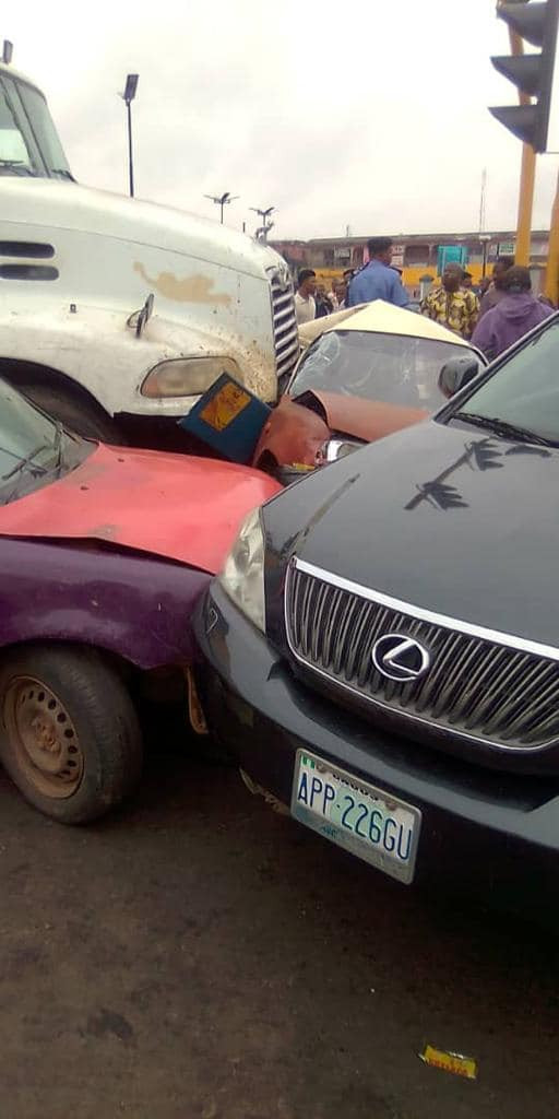 Tragedy averted as tanker crushes six vehicles in Ibadan