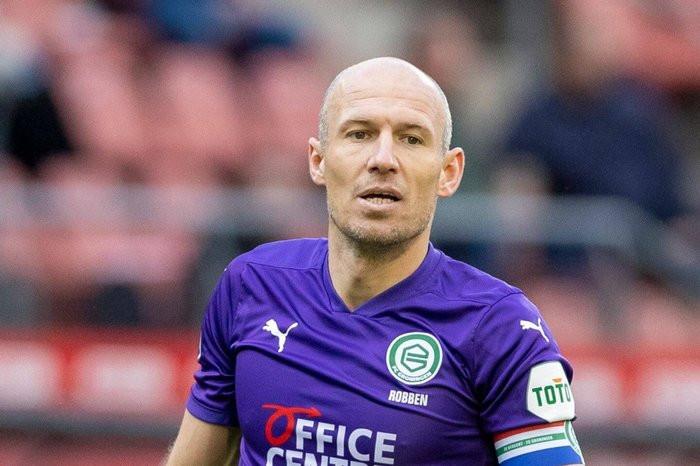 Footballer, Arjen Robben retires for the second time at 37 after battling injuries?