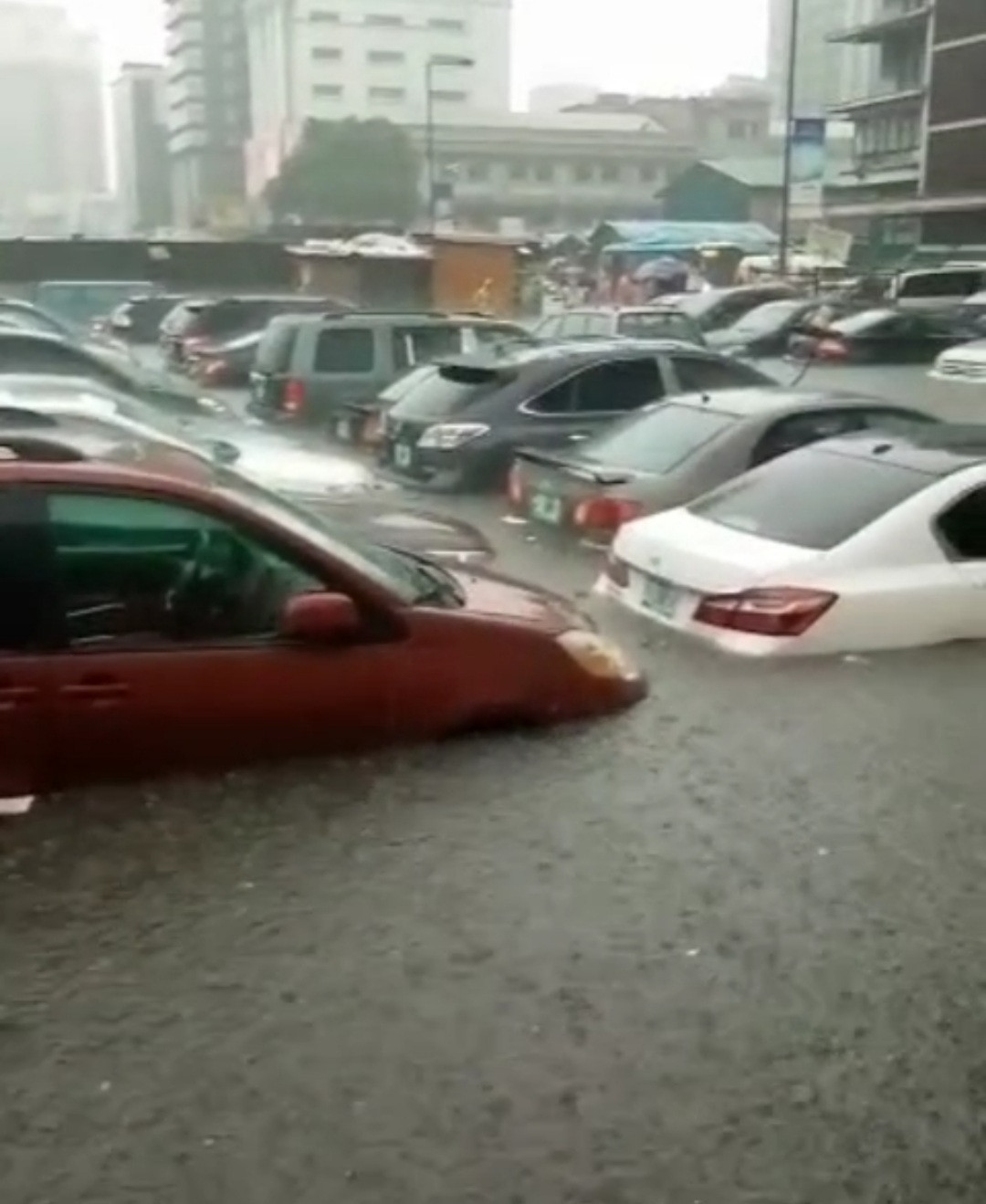 Many cars submerged in water following heavy downpour in Lagos (video)