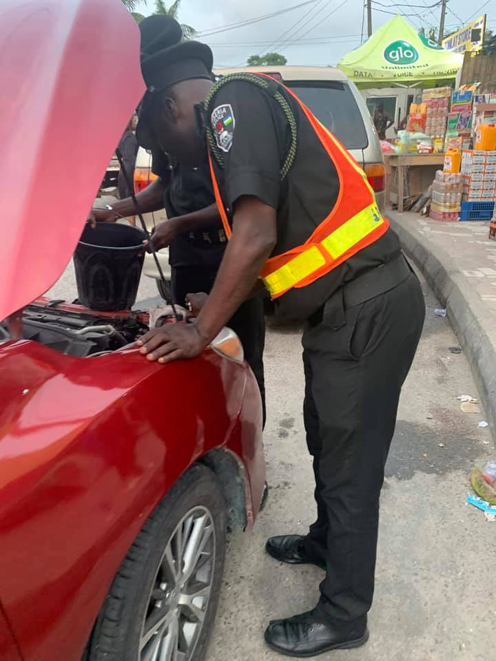 Lady recounts how police officers assisted her when her car broke down in Lagos
