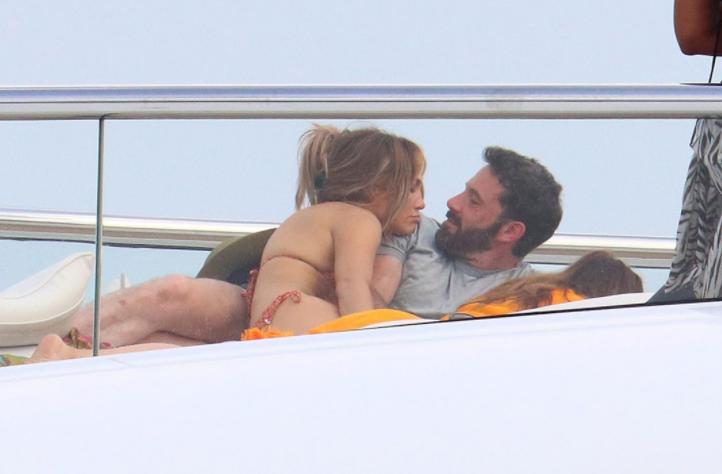 Ben Affleck grabs J.Lo