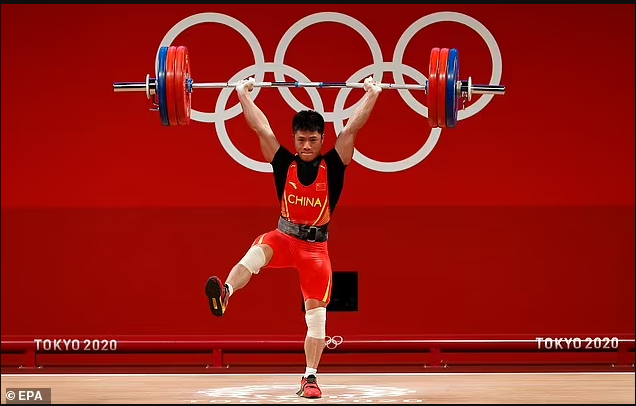 Tokyo Olympics: Chinese weightlifter wins gold on one leg? (Photos)