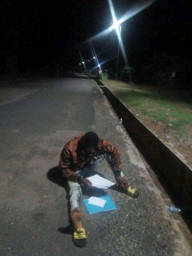 Bauchi Poly students spotted studying under streetlights ahead of exams