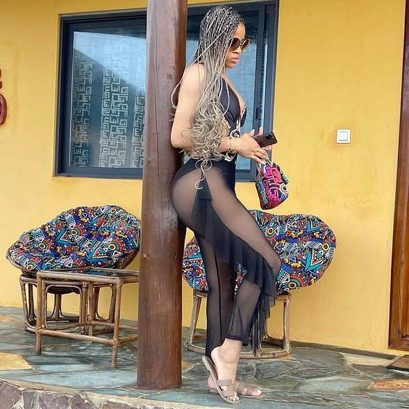 Ex-beauty queen, Iheoma Emenike, flaunts her curves in sexy swimwear photos
