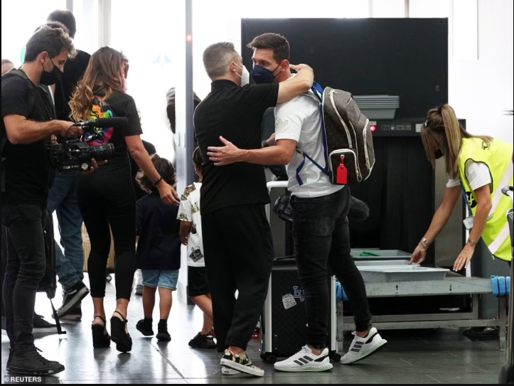 Lionel Messi flies to Paris with wife Antonella and their kids for his medical with PSG (Photos)