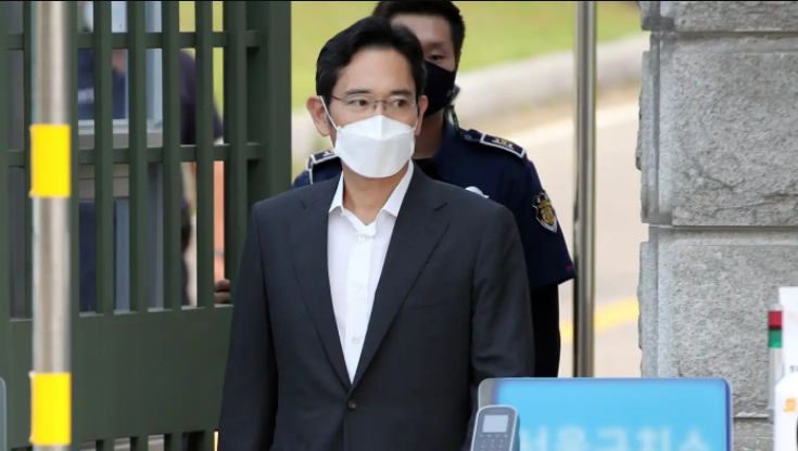 Jailed Samsung chief, Lee Jae-yong, released from prison on parole
