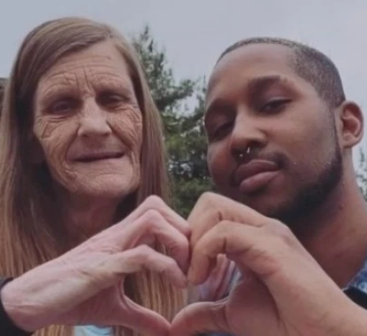 USA: Une Grand-mère de 61 ans et son petit ami de 24 ans annoncent leurs fiançailles-Photos