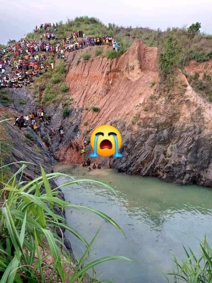 Many feared dead as shuttle bus skids off bridge into a ditch in Ebonyi (photo)