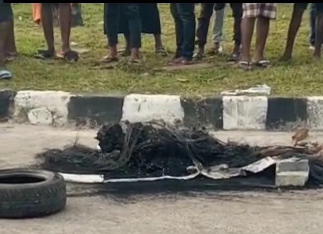 Mob sets suspected burglar ablaze in Delta (graphic photos)