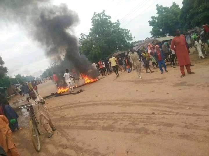 Katsina youths block major road in protest over insecurity (photos)