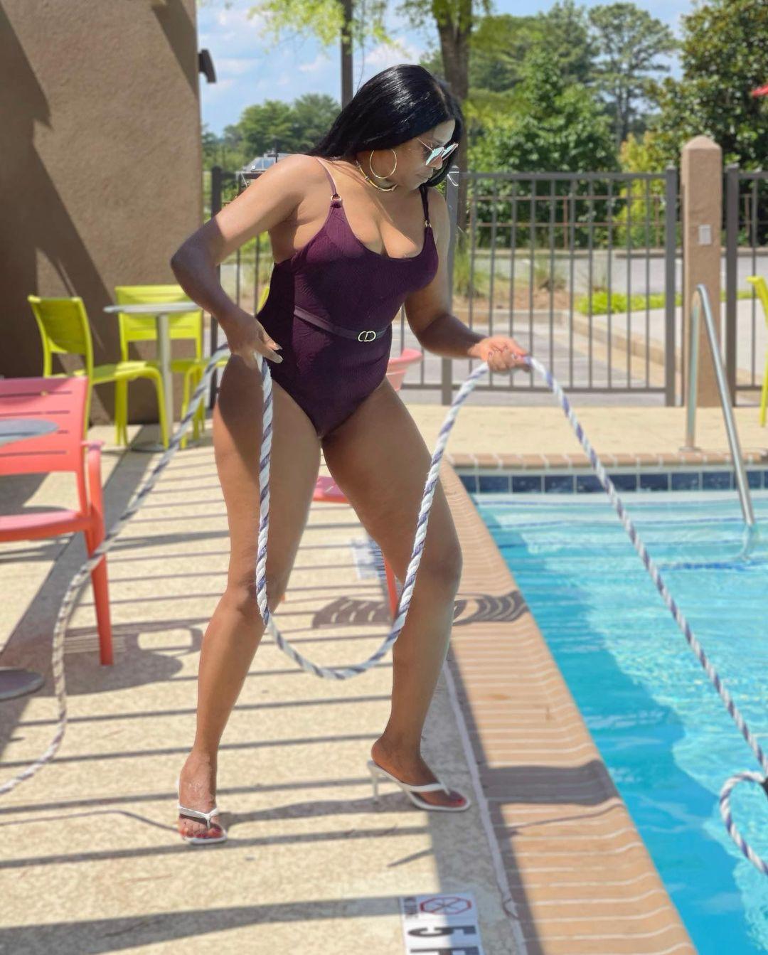 Regina Askia flaunts her hot bod in sexy swimwear (photos)