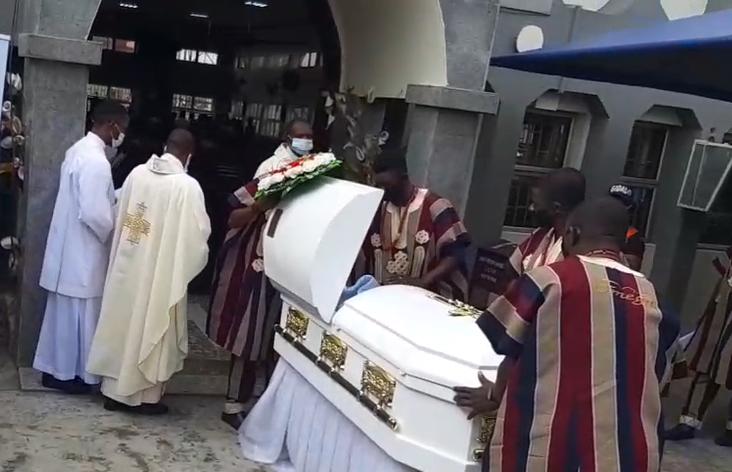 First photos from the funeral of veteran actress Rachel Oniga