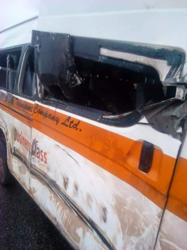 Tragedy averted as Akwa Ibom Transport Company bus conveying prospective Corps members to the North rams into tanker