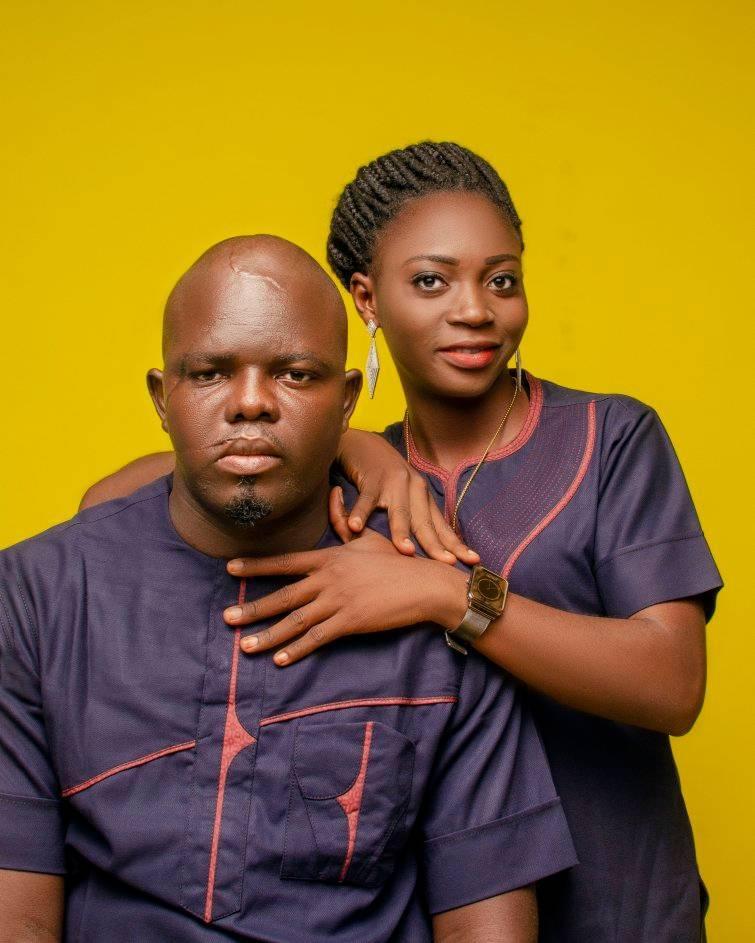 Nigerian man shares photos of himself helping his fianc? loosen her hair
