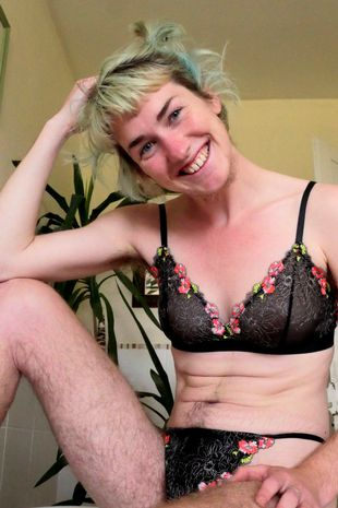 Woman who stopped shaving body hair boldly shows off her body as she says people now call her a man because of her beard