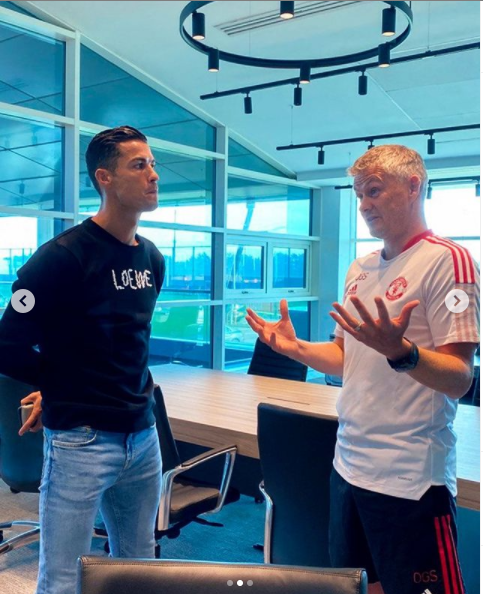 Cristiano Ronaldo arrives at Manchester United for his first office chat with boss Ole Gunnar Solskjaer and training (photos)
