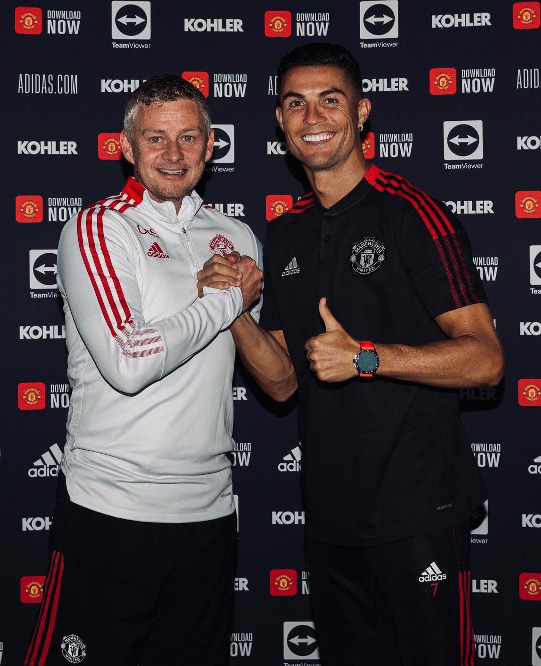 Manchester United release official photos of Cristiano Ronaldo