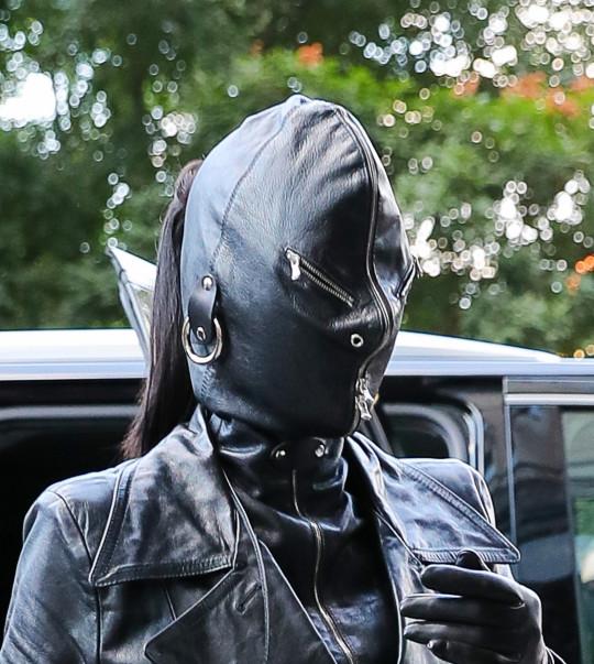Kim Kardashian rocks head-to-toe?leather outfit to New York Fashion Week? (photos)