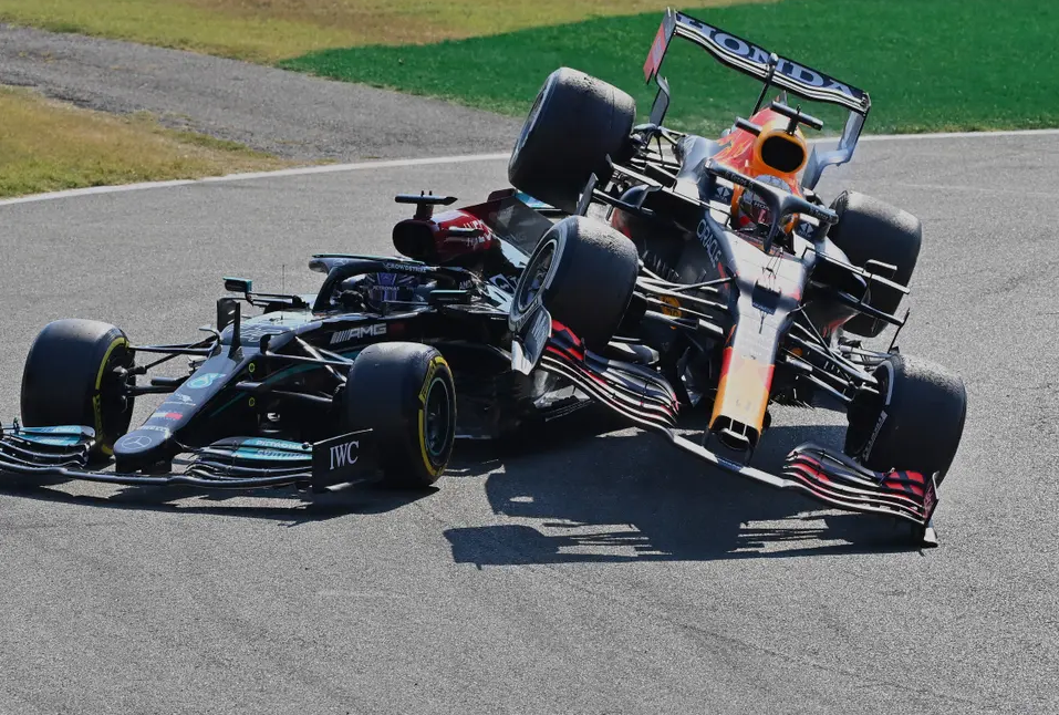 Lewis Hamilton accused by Red Bull chief of faking injuries