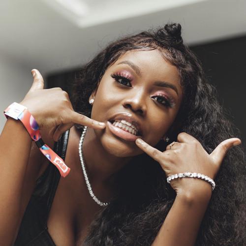 Singer Gyakie completes her degree programme