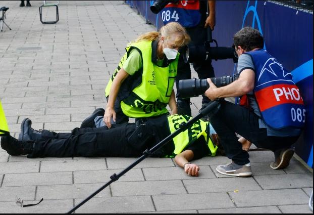 """""""Je pensais que j'étais morte"""": Après avoir reçu une violente frappe de Ronaldo, une steward brise enfin le silence"""