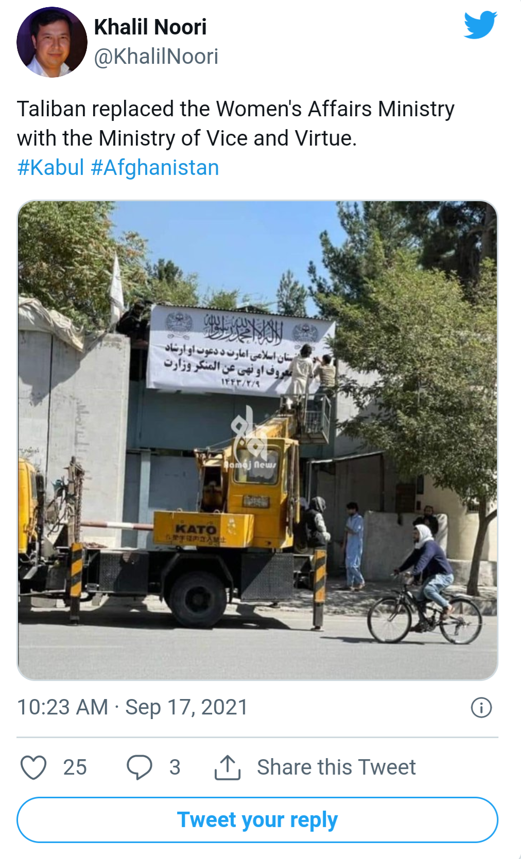 Afghanistan: Taliban shut down women