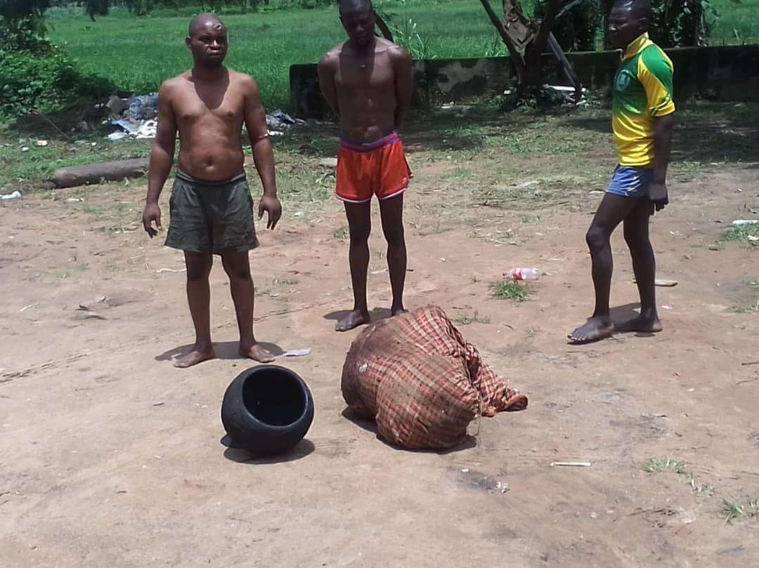 Ibadan Amotekun parades three suspected ritualists with butchered corpse (photos)