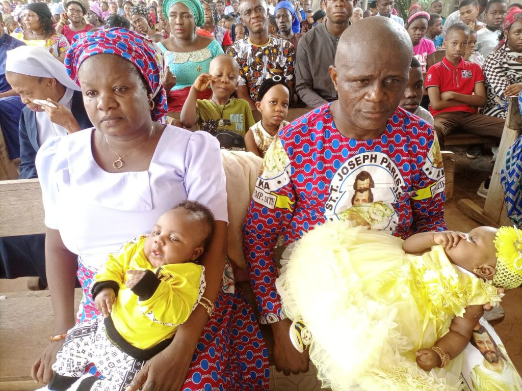 Nigerian journalists welcome twins after 13 years of marriage