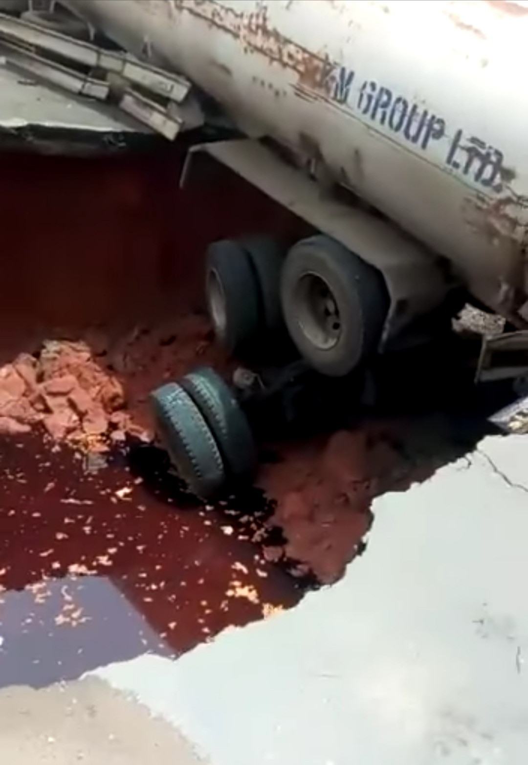 Trailer carrying diesel sinks as a newly constructed road collapses while the trailer was passing (video)