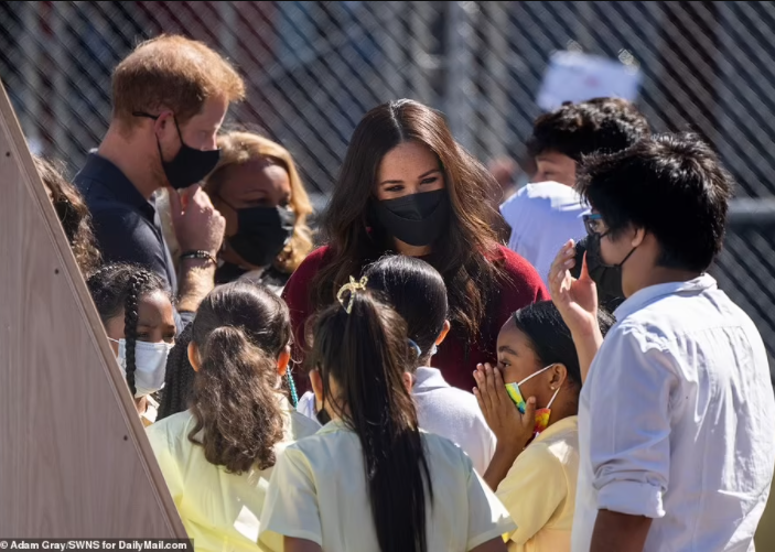 Meghan Markle and Prince Harry visit Harlem school where Meghan reads her book to the kids (photos)