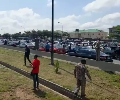 Pandemonium in Abuja as security operatives fire gunshots during Shiite procession in Abuja (videos)